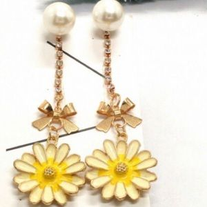 NWT Cute Sunflower Pearl Earrings
